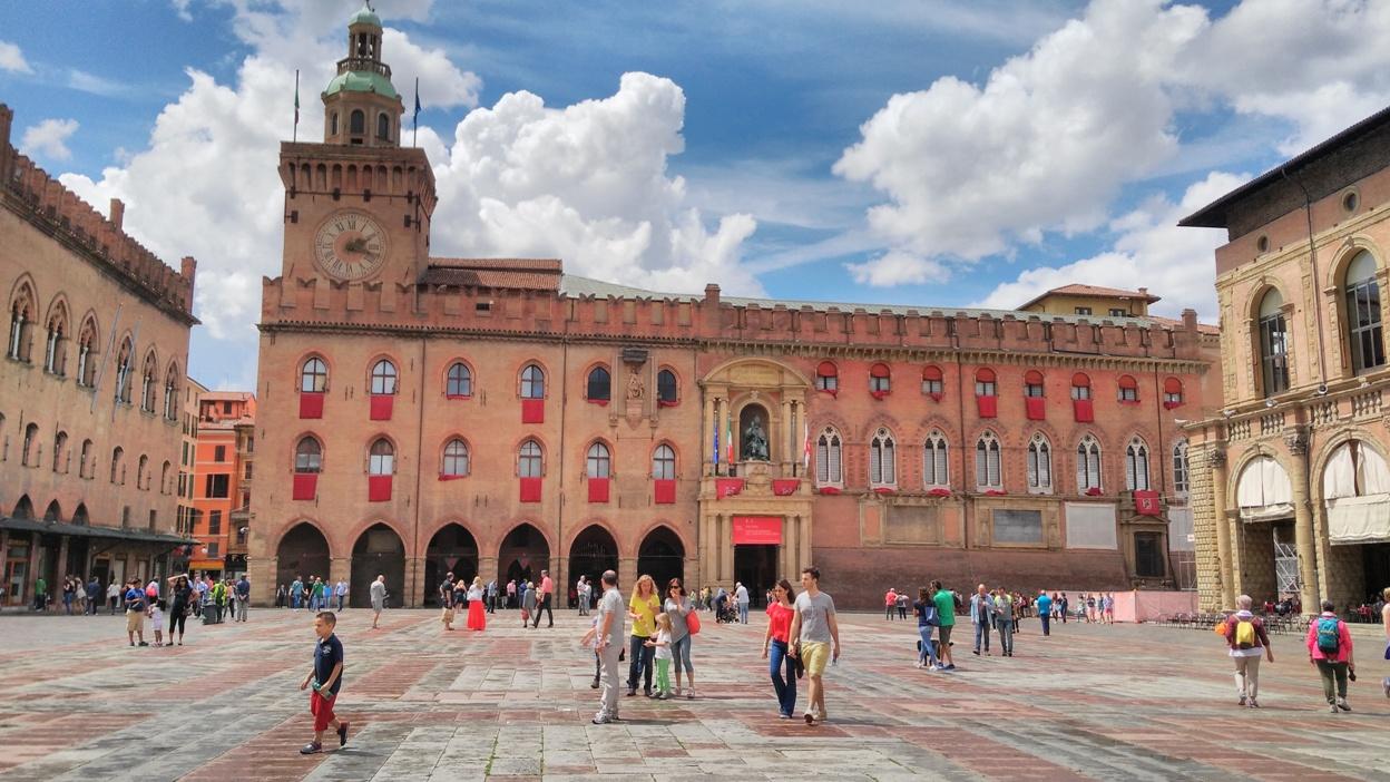 A Piazza Maggiore egyik arca Bolognában - Kocsmaturista