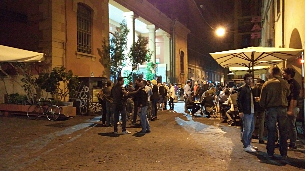 kocsmaturista_bologna_via_belvedere_crowd