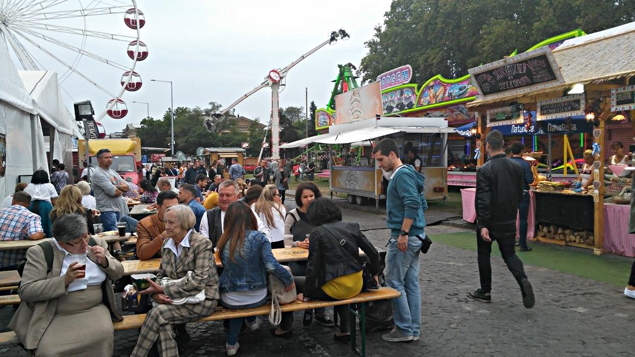 kocsmaturista_oktoberfest_budapest_tomeg