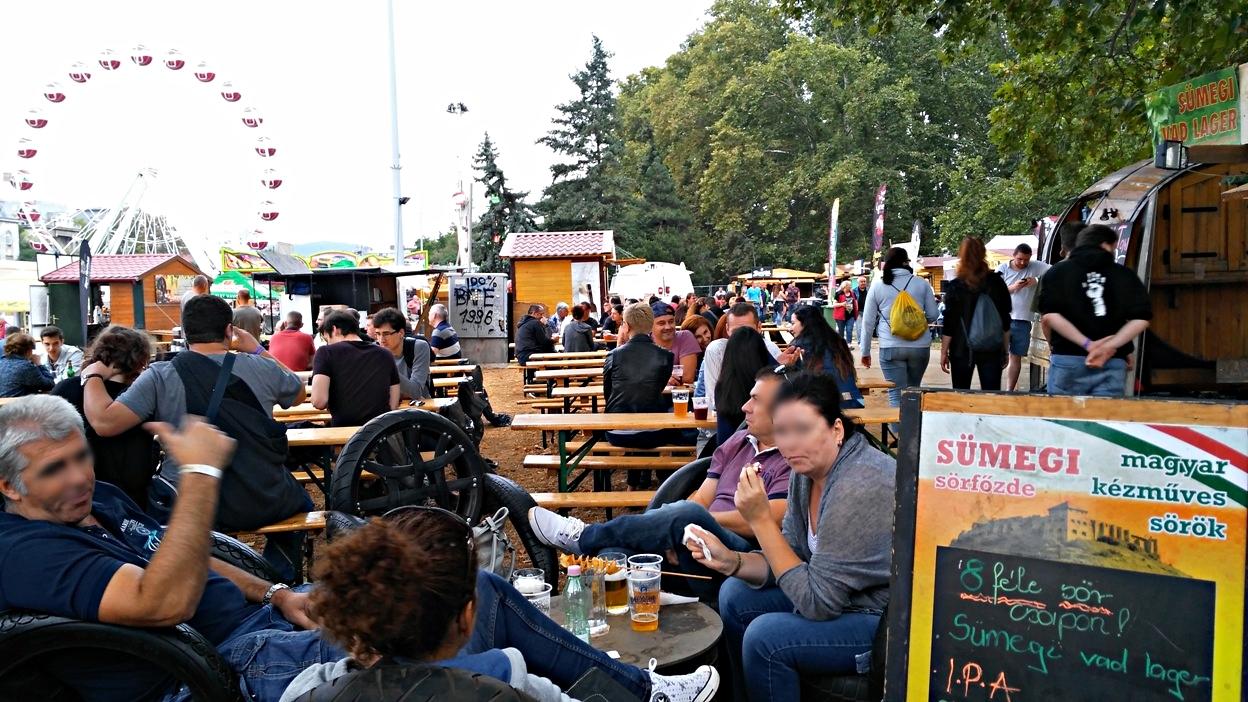 kocsmaturista_oktoberfest_budapest_tomeg_2