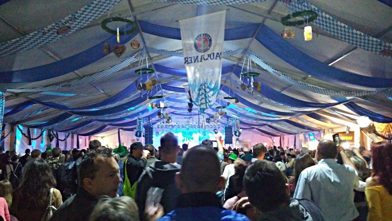 kocsmaturista_oktoberfest_budapest_sator_tomeg