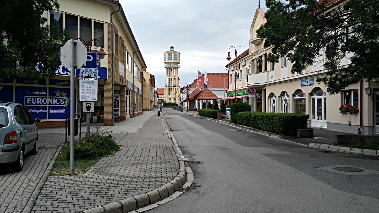 kocsmaturista_siófok_viztorony_utcája
