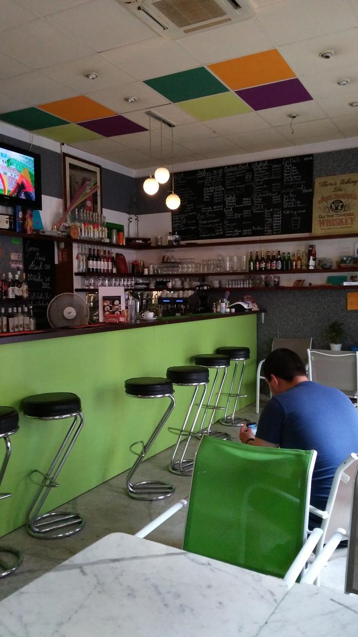kocsmaturista-greencaffeandbar-counter
