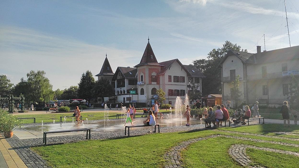 Keszthely egyik újabb szőkőkútja - Kocsmaturista