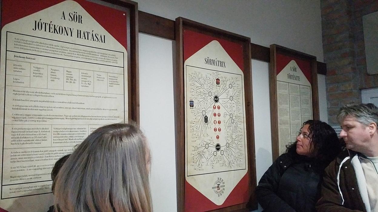 A Fűtőház Sörfőzde bemutató termének plakátai
