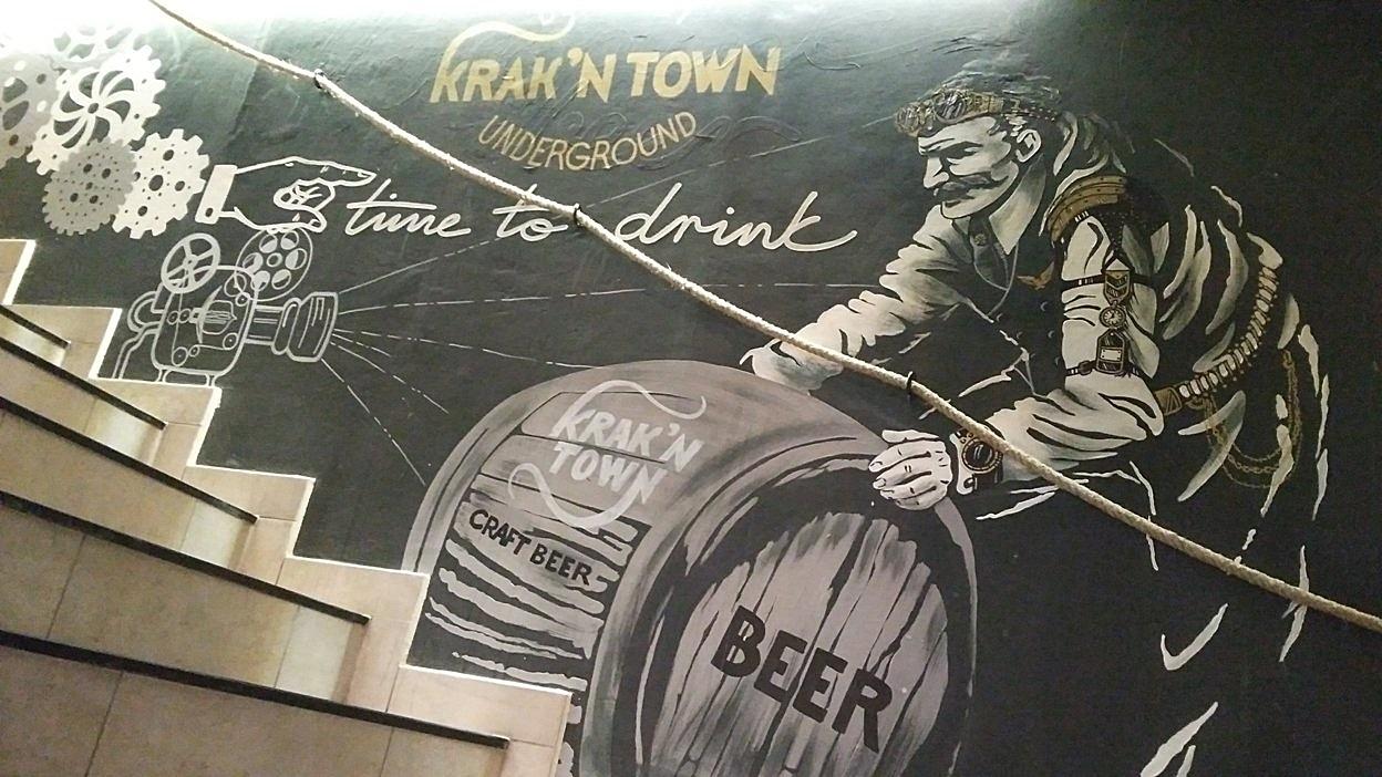 A Krak'n Town underground falfestménye a lépcsőfordulóban - Kocsmaturista