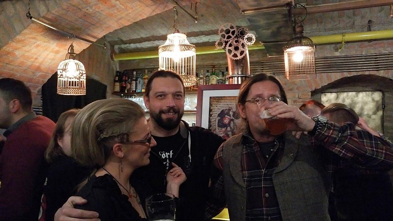 A Kapcinus sörfőző, Késmárky Kata Krakn Town kompatibilis frizurája a Krakn Town-ban