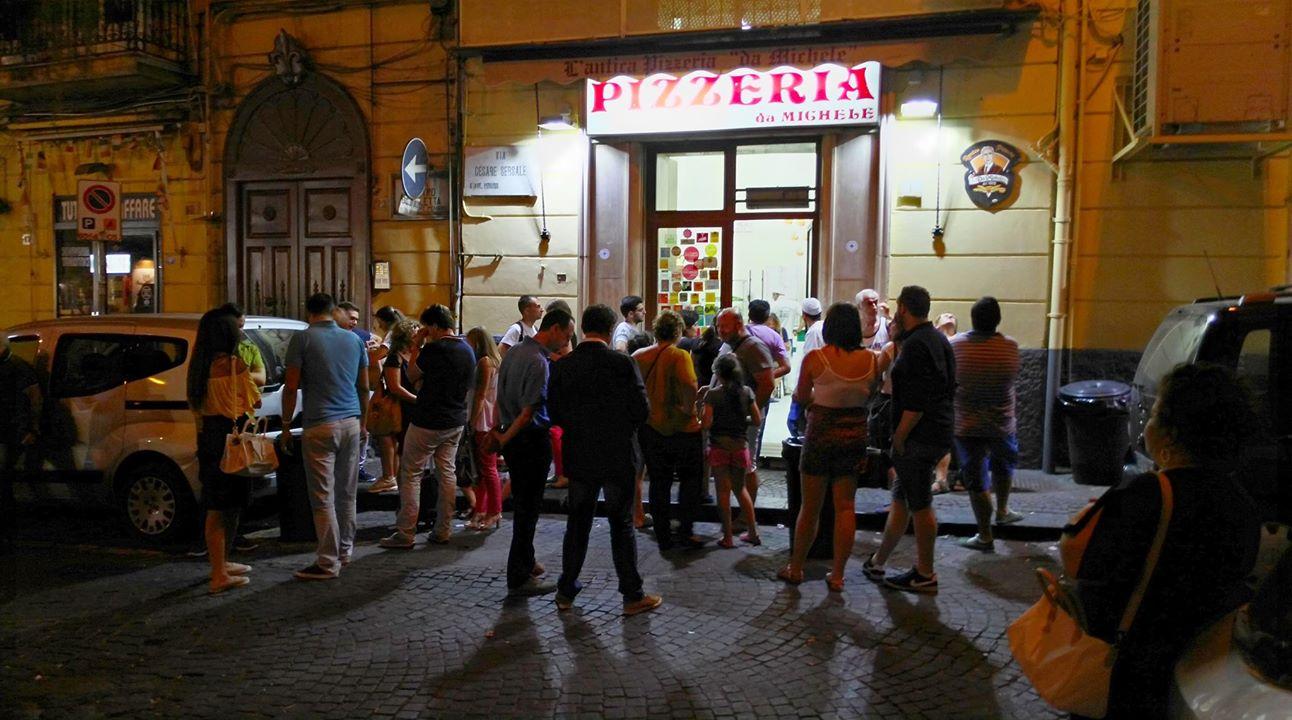 L'antica pizzeria da Michele bejárata - Kocsmaturista