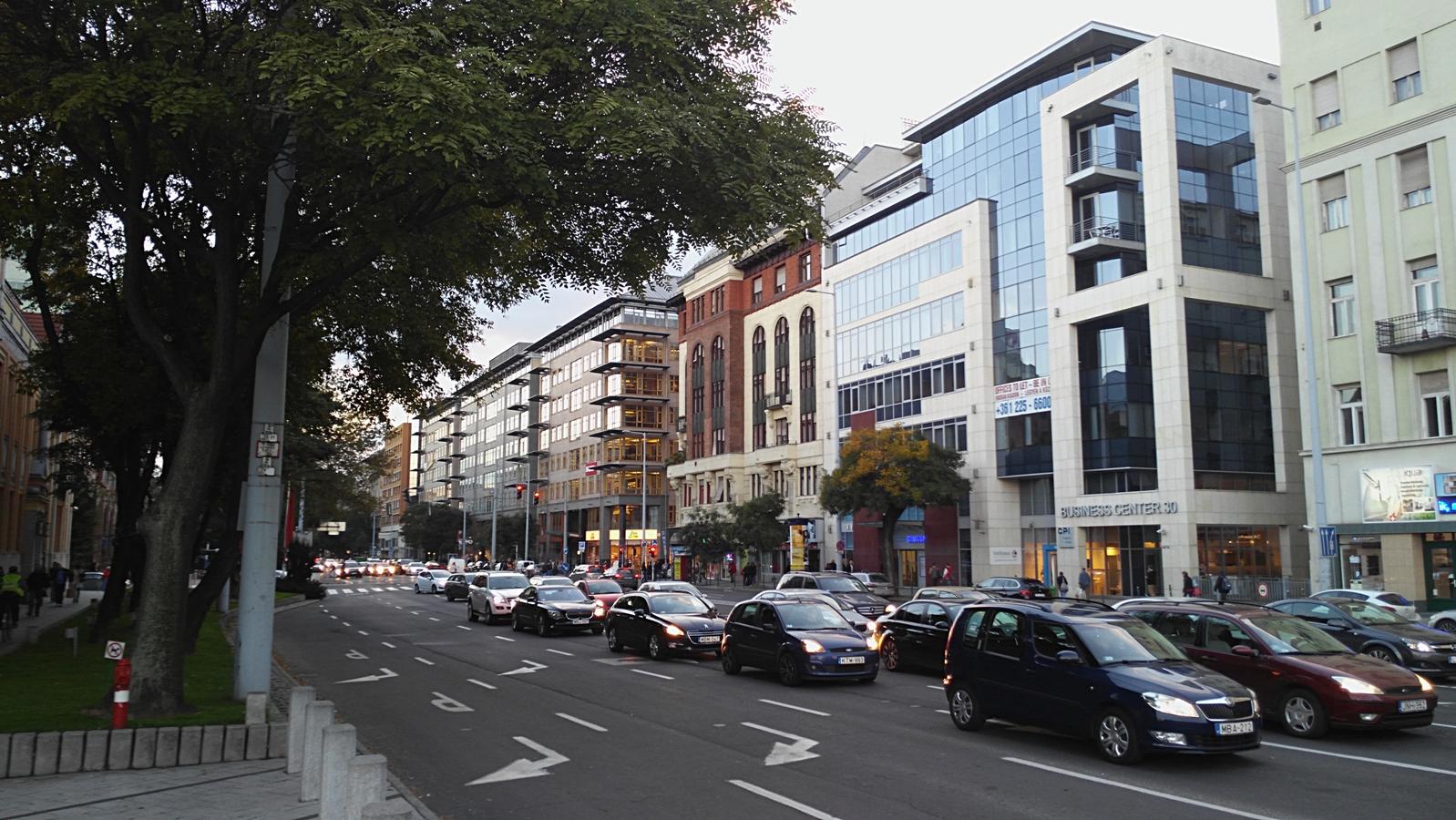 Kocsmaturista - forgalom a Váci úton
