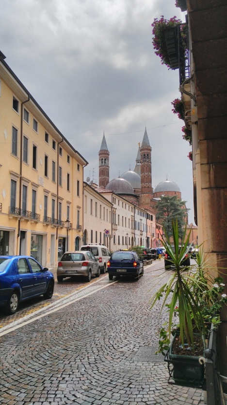 Basilica di Sant'Antonio a sarokról