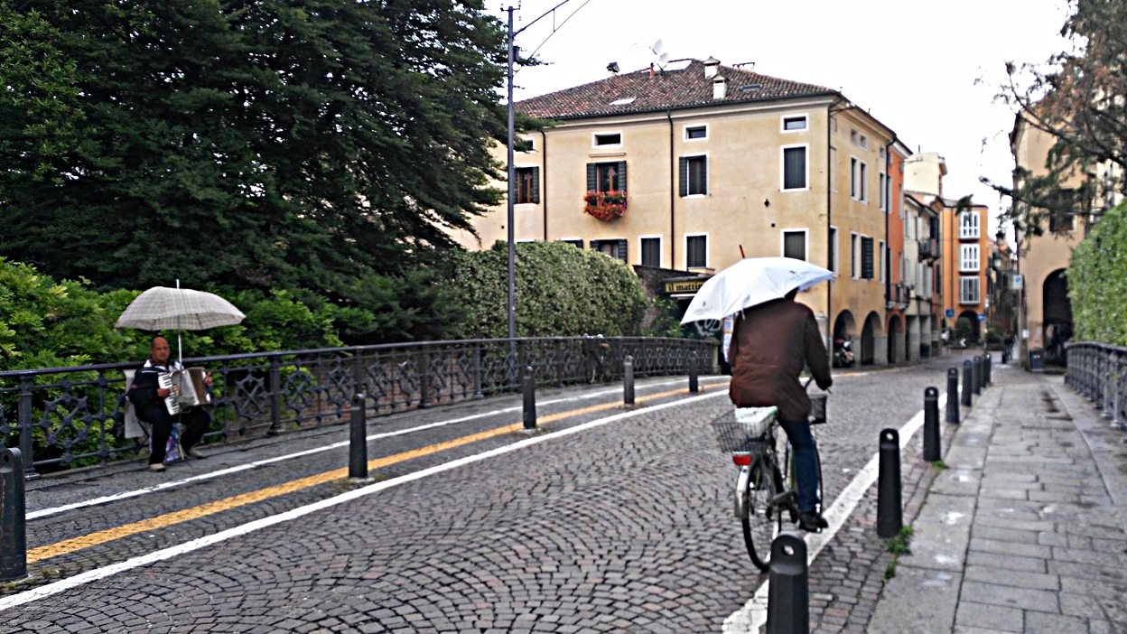 Az olaszok esőben Padovában - Kocsmaturista