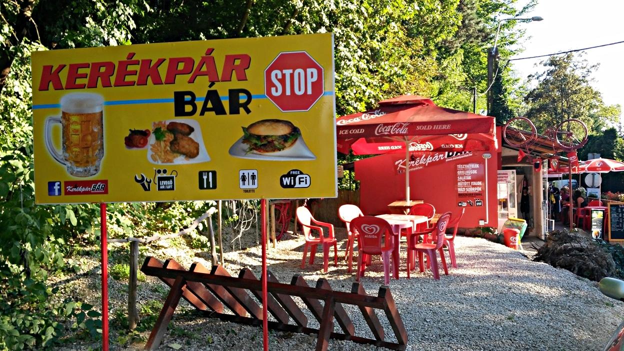Kerékpár bár a partközelben, Balatonvilágoson
