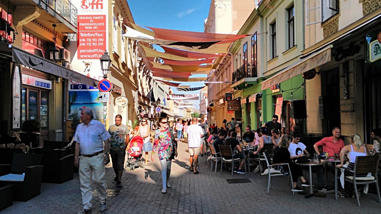 A pécsi Király utca a Pécsi Napok idején, 2015-ban - Kocsmaturista
