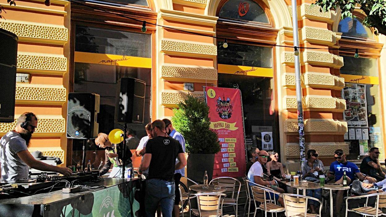 A Nappali terasza DJ-vel, Pécs - Kocsmaturista