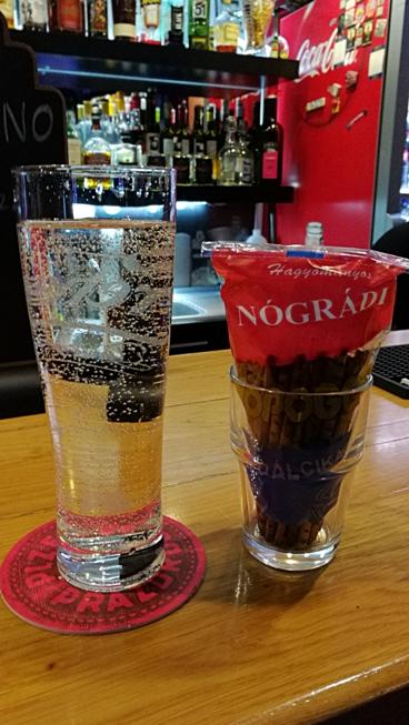 Nógrádi Ropi az ital mellé a Megállóban - Kocsmaturista