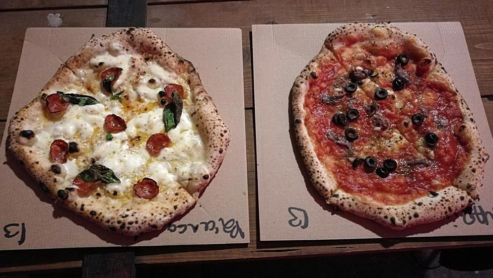 Pizza Bianca és Pizza Marinara feltétekkel, az Impostorban, Budapest - Kocsmaturista