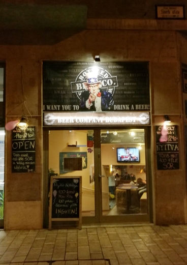 A Beer Company Szerb utcai egységének bejárata