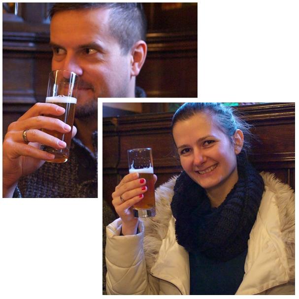 Kostoló vendégek a Hosszúlépés A pesti sör túráján - Kocsmaturista