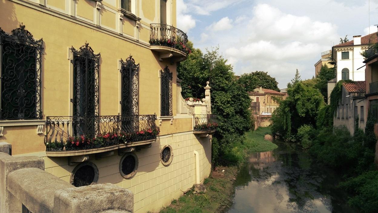 Városi kanális Padovában - Kocsmaturista
