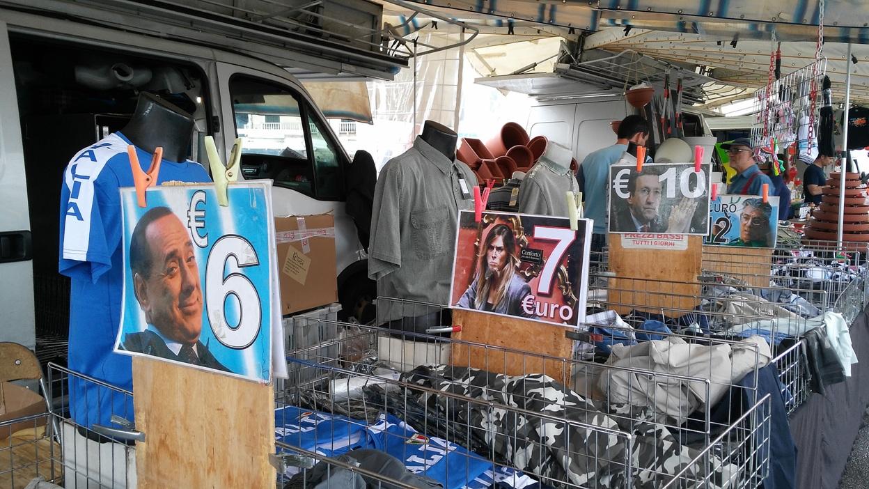 Akciós áruk poltikusok képeivel a padovai piacon - Kocsmaturista