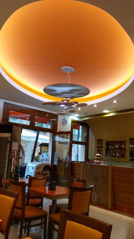 A Café Elisse a főutcán - Kocsmaturista