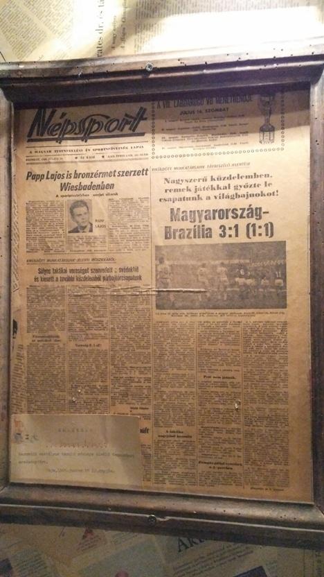 Az 1966-os magyar-brazil foci VB győzelem, 1966-ból a pécsi Korhely falán Népsport címlap formájában - Kocsmaturista