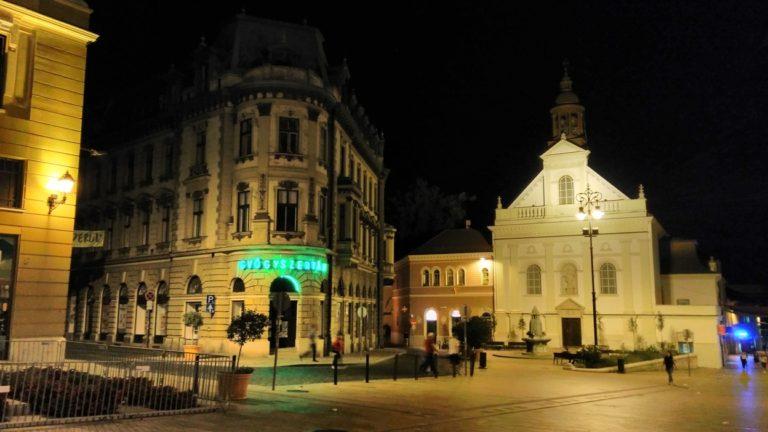 Pécs éjszaka kivilágítva - Kocsmaturista