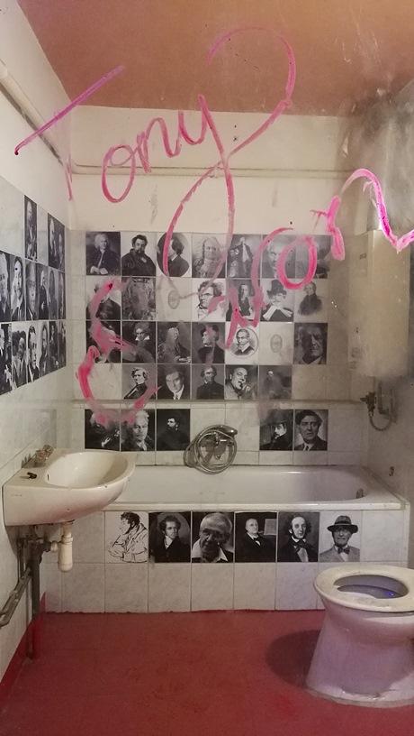 A Nagymező utcai Instant látvány WC-je, Budapest - Kocsmaturista