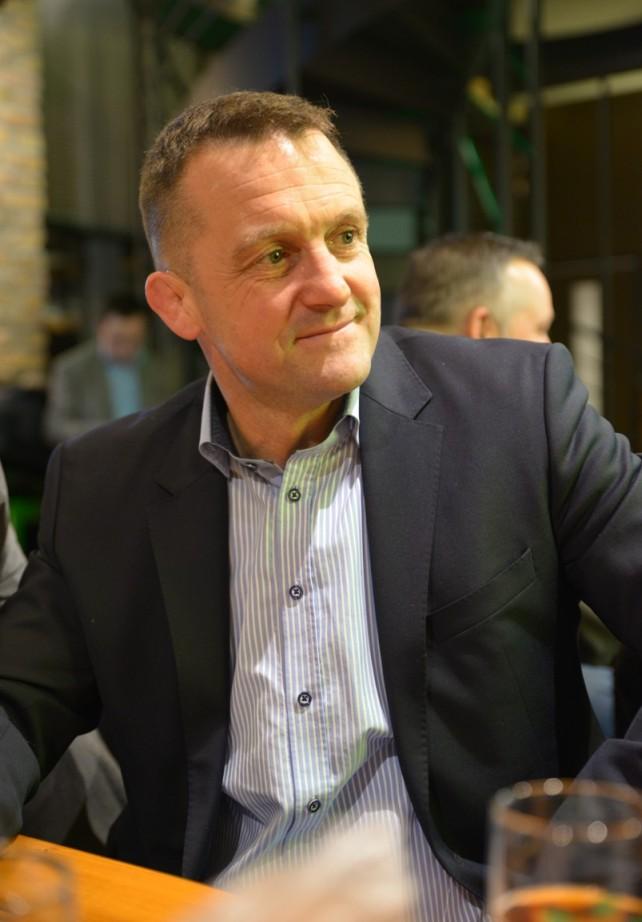 Rizmajer József a megnyítón - Kocsmaturista