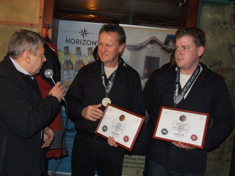 Kocsmaturista - Dublin Craft Beer Cup díjátadó a Krak'n Townban - Az aranyérmes Fűtőház Sörfőzde