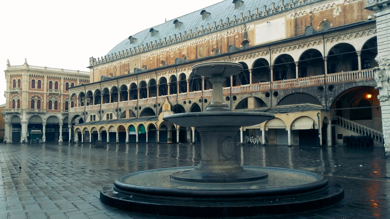 Az esőharmatos Padova - Kocsmaturista