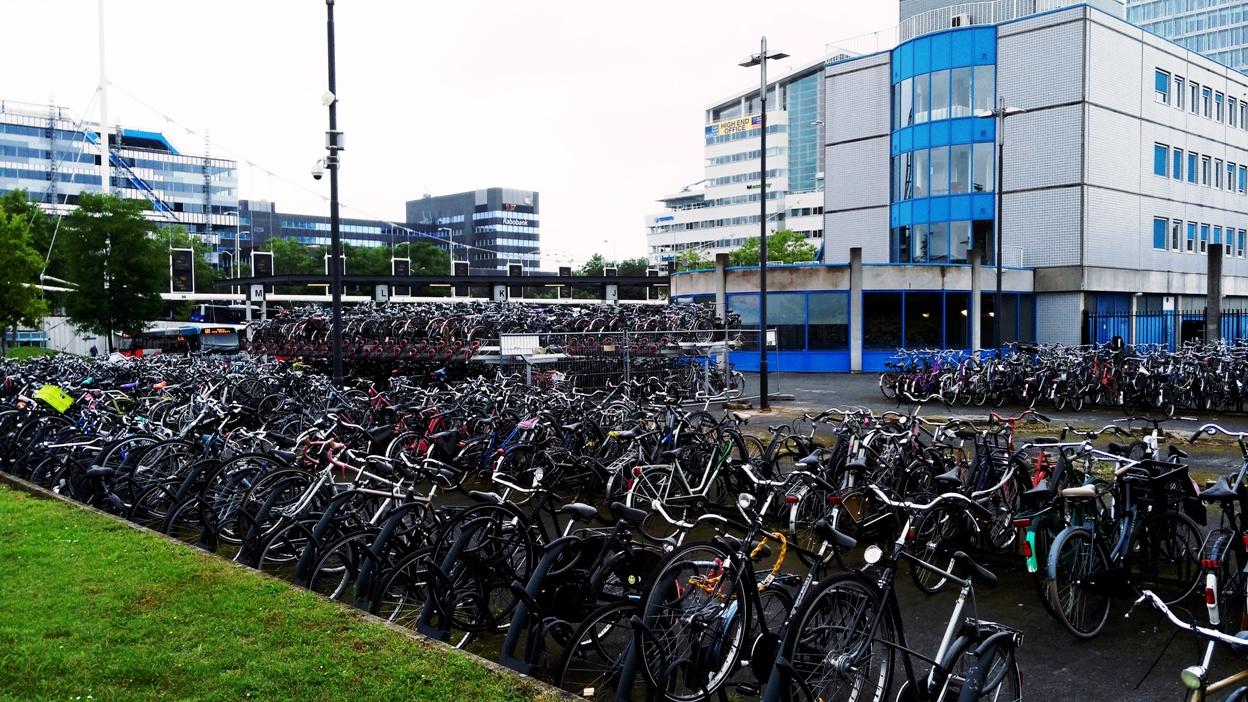 Biciklitömegtároló_Eindhovenben