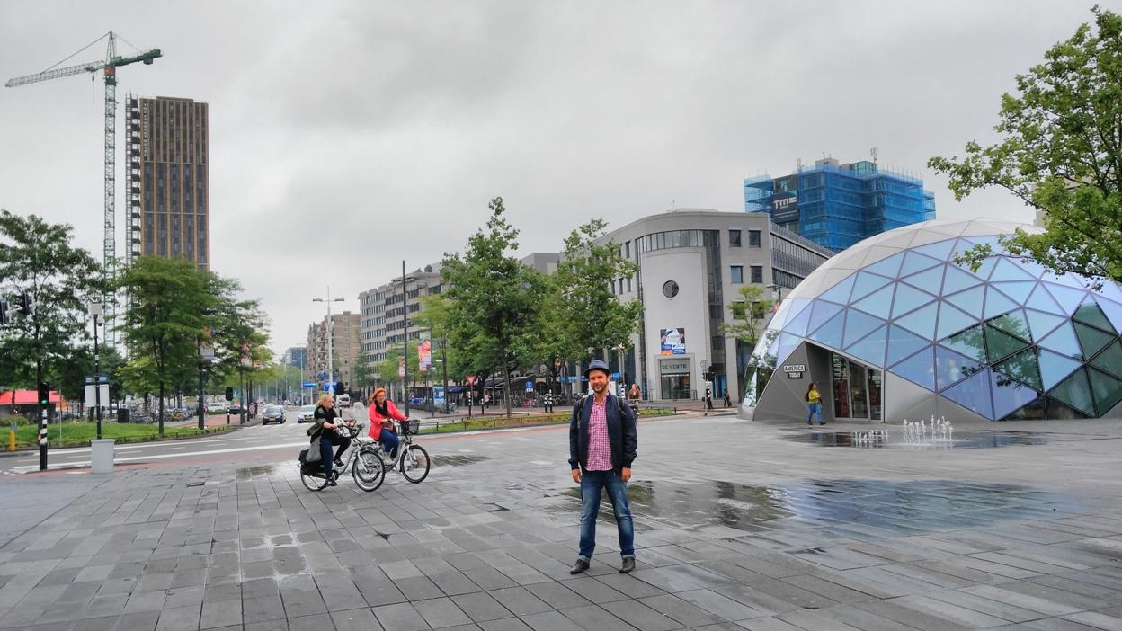 18 Septemberplein tér Eindhovenben biciklisekkel