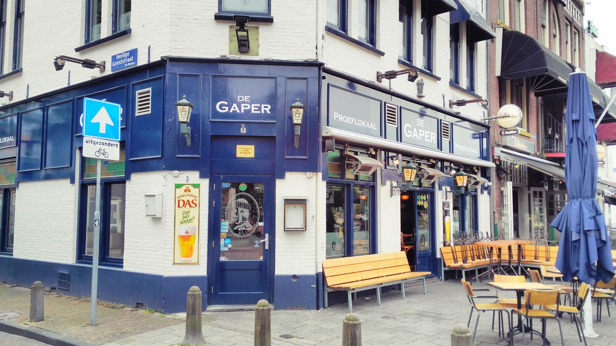 Kívülről angol pub-os jellegű kocsma Eindhovenben, De Gaper - Kocsmaturista