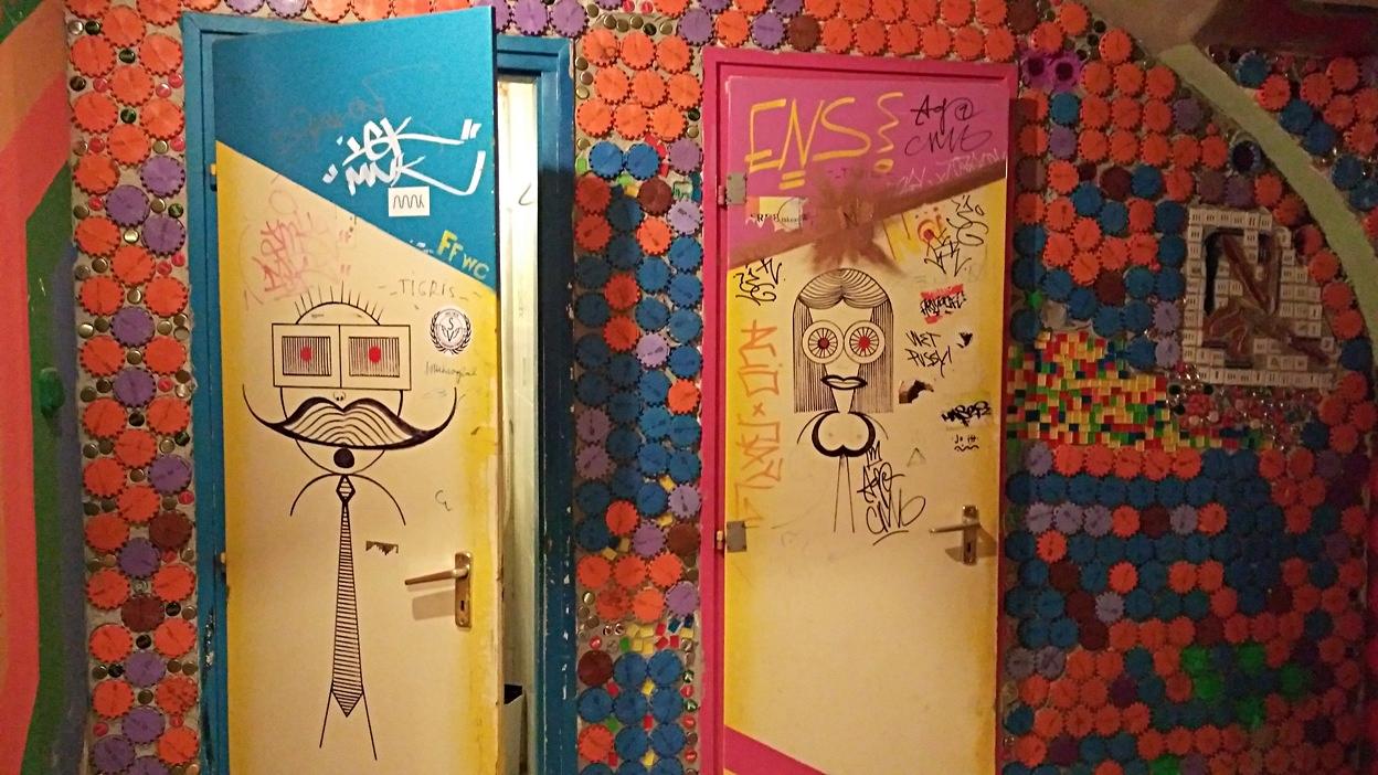 WC ajtók a Csinosban, Pécsen - Kocsmaturista