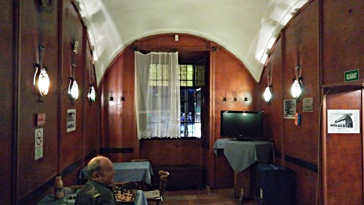 A 100 éves borozó belső terme Pécsen - Kocsmaturista