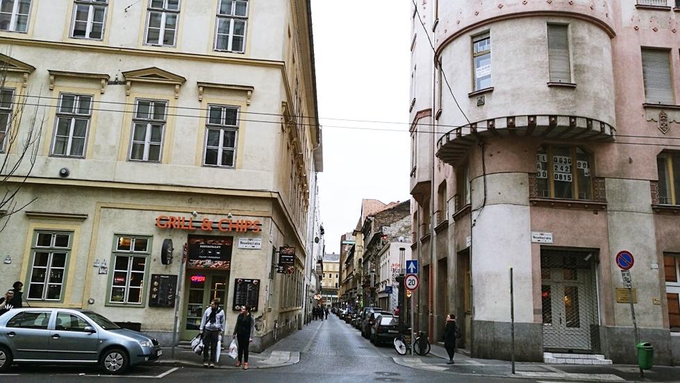 A Kazinczy utca első szakasza Budapesten - Kocsmaturista
