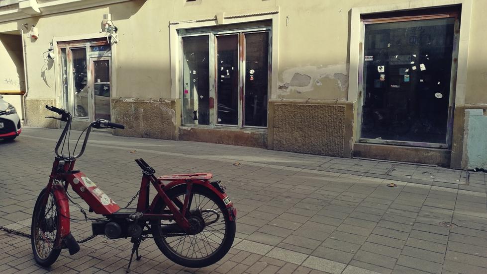 A Kék ló régi üzlethelyisége a Kazinczy utcában Budapesten - Kocsmaturista