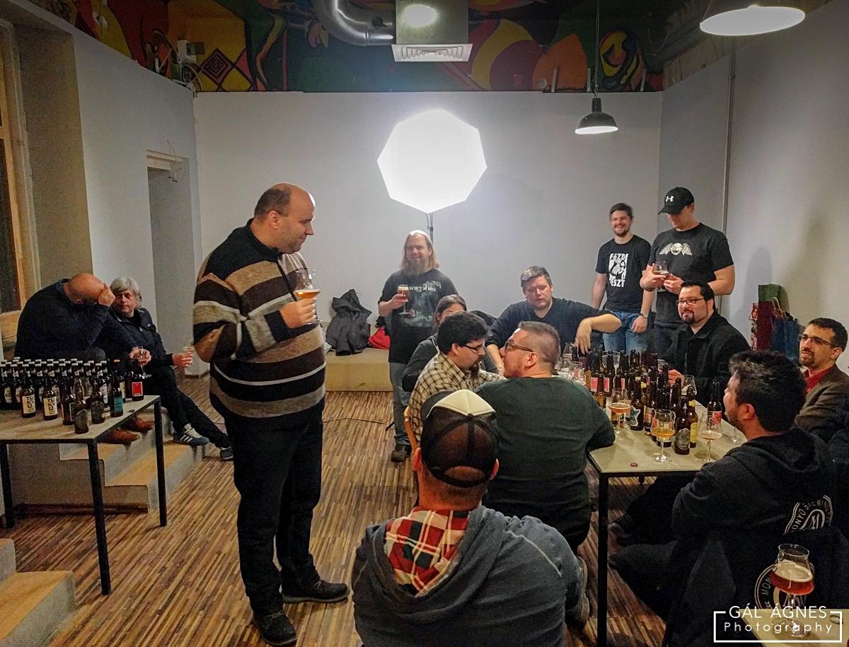 Róth Zoltán tea sördélutánján vidám a hangulat - Kocsmaturista