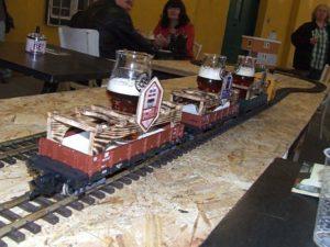 A csapolt Fűtőház sörök robognak a vendégekhez - Kocsmaturista