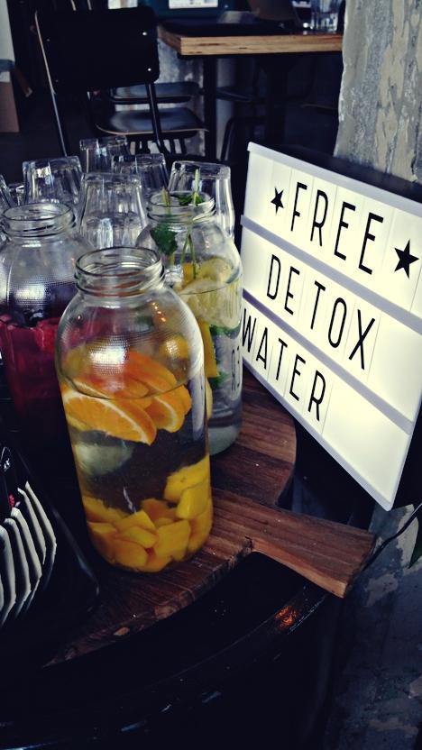 Onder de Leindingstraat - Free detox water - Kocsmaturista