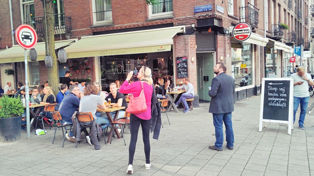 De Pijp városrész utcaképe Amszterdamban