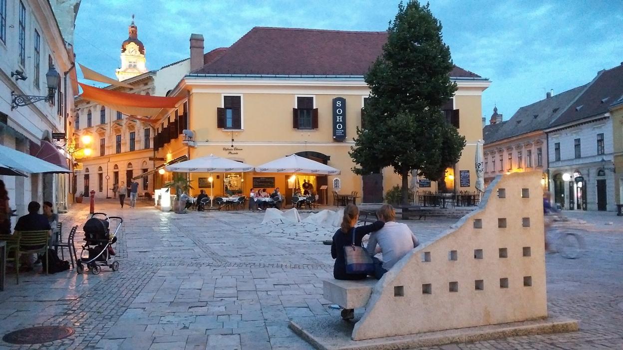 Jókai tér Pécsen - Kocsmaturista