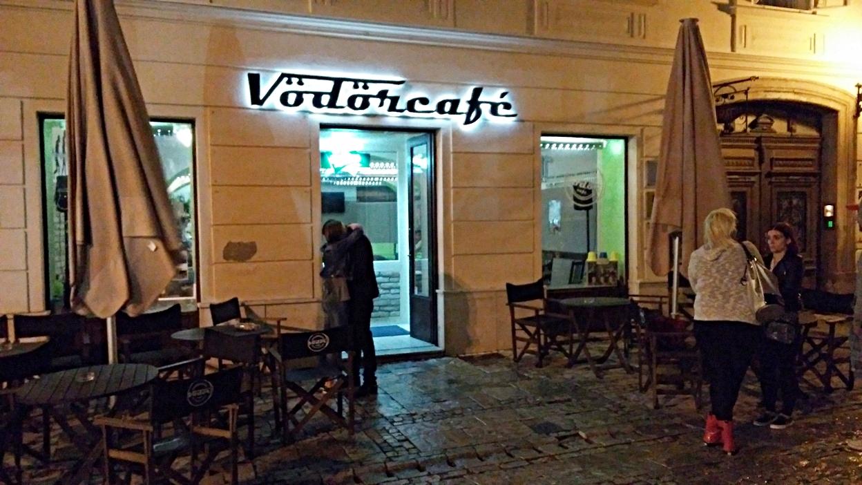 A Vödör café bejárata - Kocsmaturista