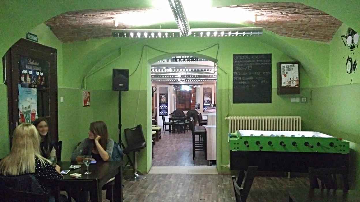 A Vödör café belső terme - Kocsmaturista