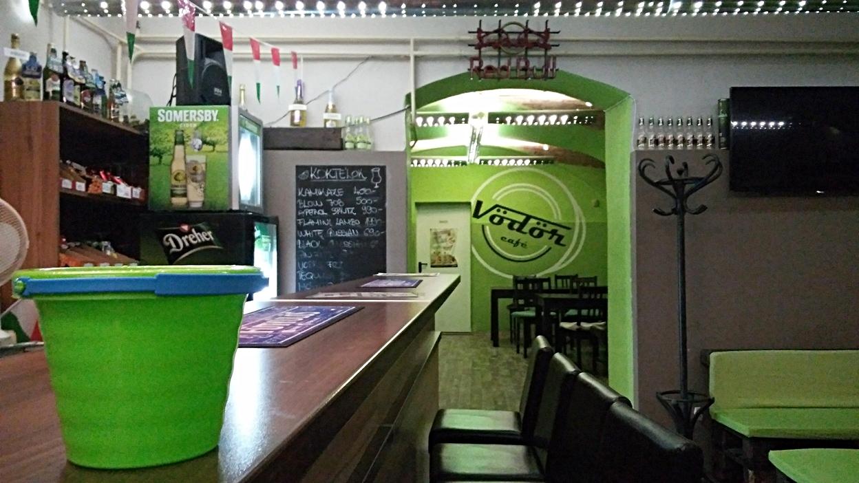 A Vödör café egyik névadó vödre Pécsen - Kocsmaturista