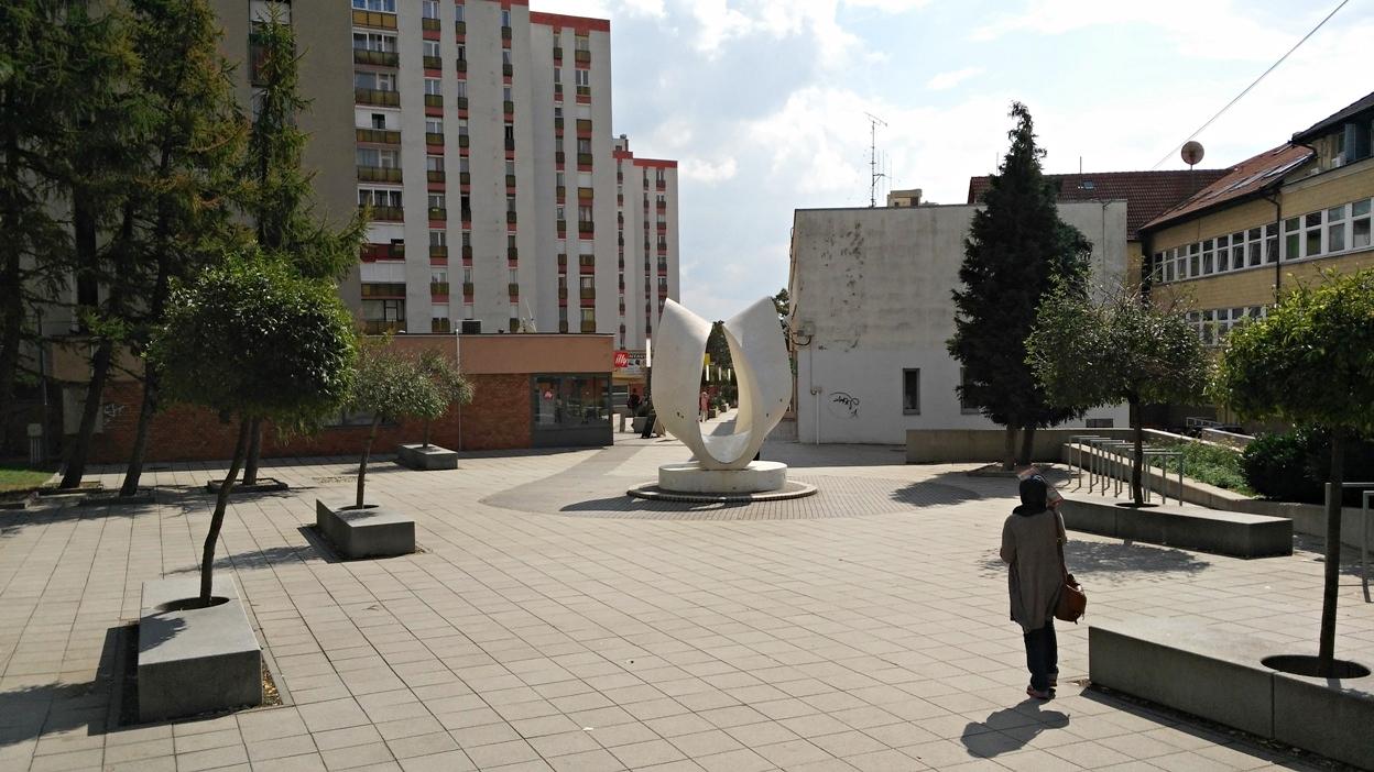 Szigeti külváros egyik panelek közötti kis tere - Kocsmaturista