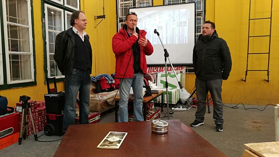 Katona Csaba, Hava István és Tóth Imre (Élesztő) a Fűtőház söreinek csappremierjén - Kocsmaturista