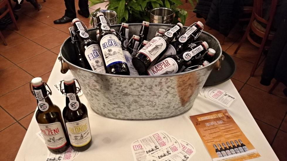 Az Etyeki Sörmanufaktúra sörei felkészítve a Sörmester és a Séf sörvacsorára a Jardinette-ben - Kocsmaturista