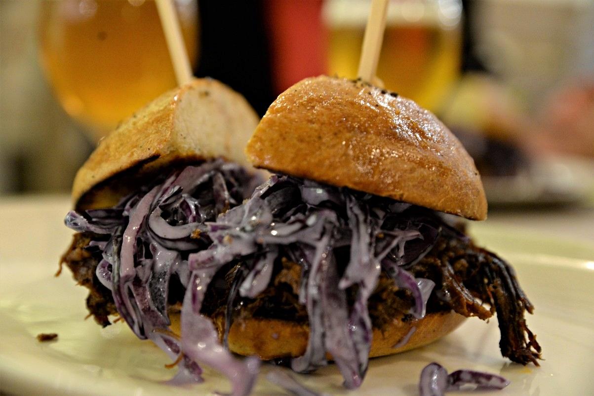 Tépett húsos szendvics a Hunyadi Gasztroműhely és BBQ-ban - Kocsmaturista